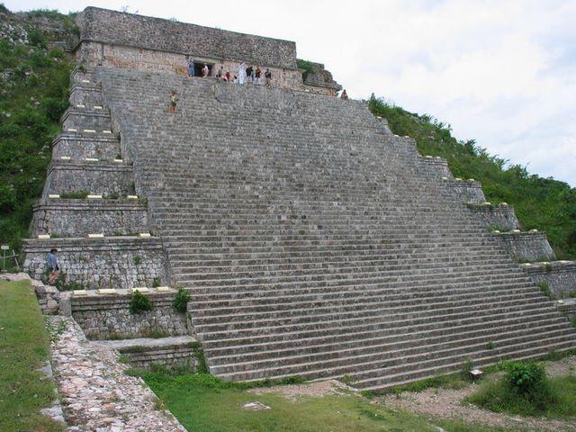 messico___uxmal___la_grande_piramide2
